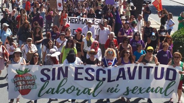بالصور … مسيرات حاشدة باسبانيا تضامنا مع العاملات المغربيات ضحايا الاستغلال الجنسي