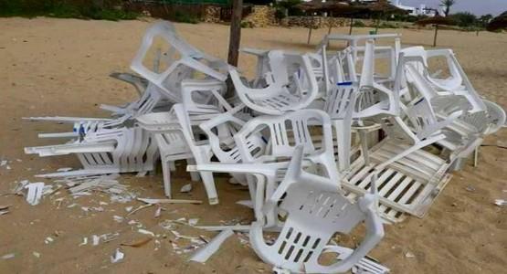 """السلطات تحرر شواطئ المضيق من """"الكراسي والمظلات"""" بالقوة"""