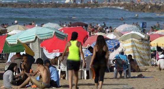 """هاشتاغ """"كن رجلا"""" : حملة مغربية ضد """"العري"""" في الشواطئ تخلق جدلا واسعا في مواقع التواصل الاجتماعي"""