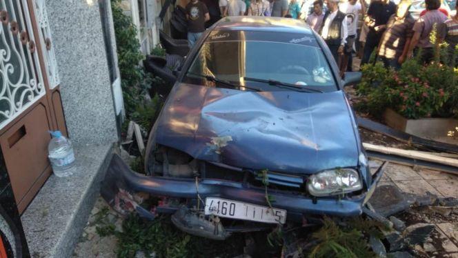 سيارة تقتل شخصين داخل مقهى في طنجة