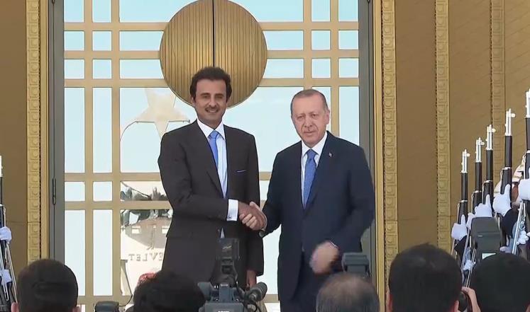 قطر تعلن تضامنها مع تركيا و تضخ 15 مليار دولار في إقتصادهـــا