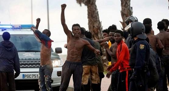 تجاوز المهاجرين غير النظاميين للسياجات يخنق الاقتصاد في سبتة المحتلة