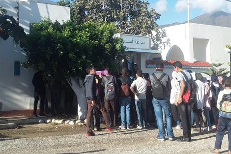 تلاميذ وتلميذات الجماعة الترابية أمتار يخرجون للإحتجاج !