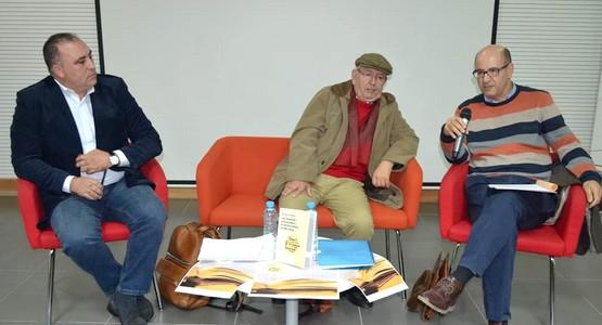 """منتدى روافد للثقافة والفنون بتطوان يحتفي بكتاب: """"وسائل الإعلام  والتحول السياسي في المغرب"""""""