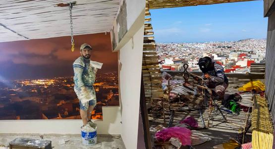 """مبادرة تستحق التقليد.. """"طنجاوي"""" يحول سطح منزله من خراب إلى جنة (صور)"""