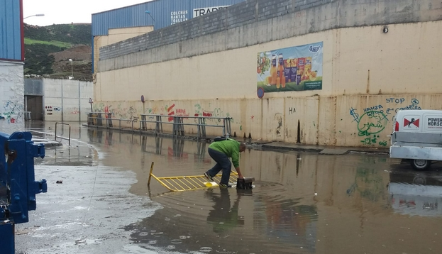 مياه الأمطار تغمر معبر باب سبتة