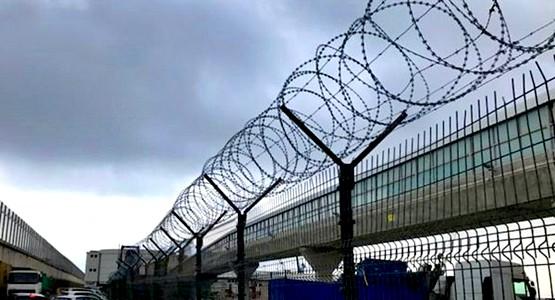 إسبانيا تقرر إزالة الشفرات الحادة من سياجي سبتة ومليلية