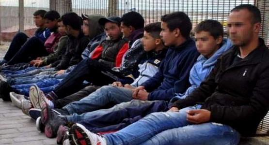 مئات القاصرين المغاربة يبيتون في العراء بسبتة المحتلة ومطالب إسبانية بترحيلهم