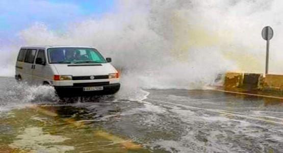 البحر يجتاح شوارع سبتة المحتلة في مشهد مخيف (شاهد الصور)