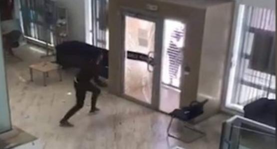 بالفيديو: شاهد محاولة هرب لص هاجم وكالة بنكية في طنجة حاملا سيفا