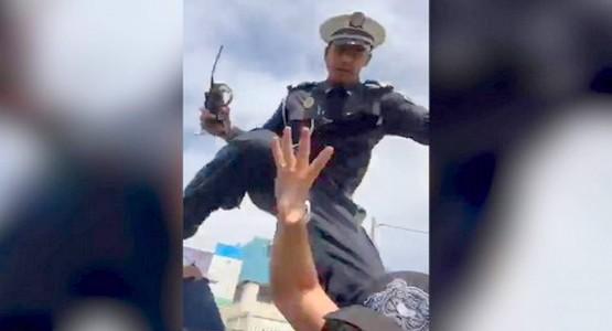 بالفيديو .. شرطي يعتدي على الفنان أمين الراضي بالضرب ومديرية الأمن تفتح تحقيقا