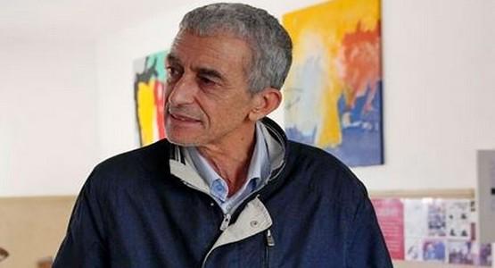 """عبدالكريم الوزاني يستعرض """"ذوات"""" فنه التشكيلي في تطوان"""