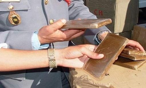 اعتقال إسبانيين بمعبر سبتة حاولا تهريب 345 كيلوغراما من مخدر الشيرا