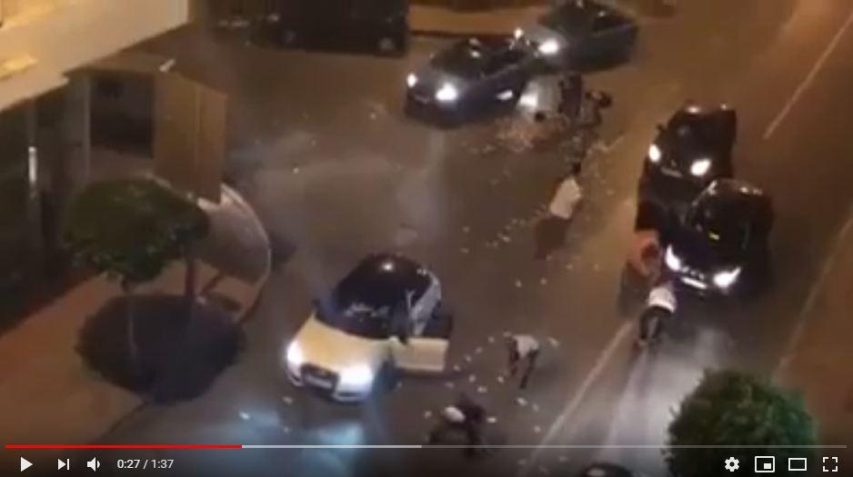 حقيقة فيديو يظهر مواطنون يتسابقون لجمع أموال مرمية بطنجة