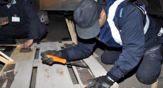 توقيف اسباني حاول تهريب كمية مهمة من المخدرات داخل سيارته بسبتة المحتلة