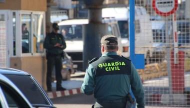 بالصور.. الحرس المدني بباب سبتة يوقف شخص حاول تهريب كمية مهمة من الحشيش على متن دراجة نارية