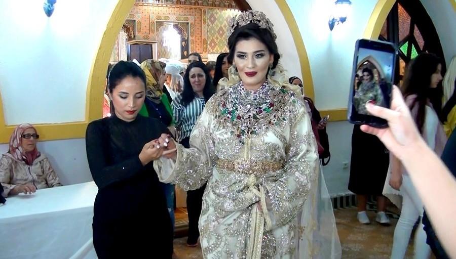 """الممثلة مريم باكوش بتقاليد العروس التطوانية  – أجواء """"مهرجان العروس"""" (روبورتـاج)"""