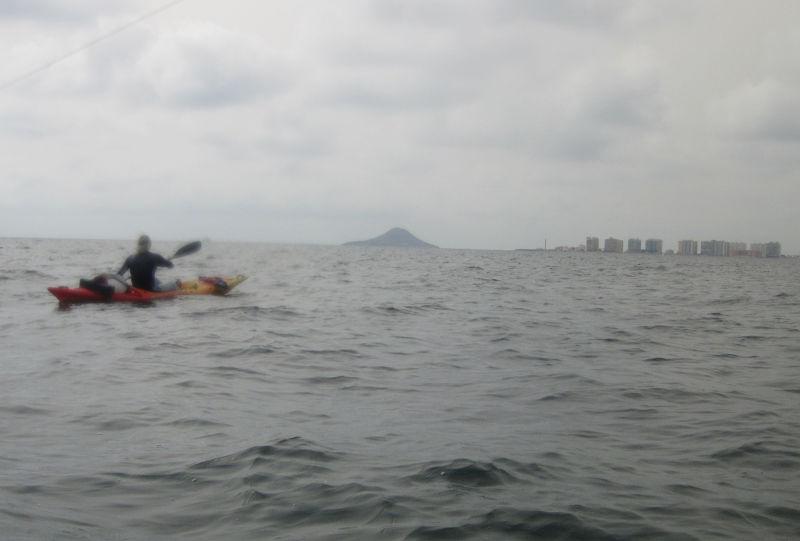 إنقاذ ثمانية مغاربة على متن قوارب تجديف قبالة ساحل سبتة