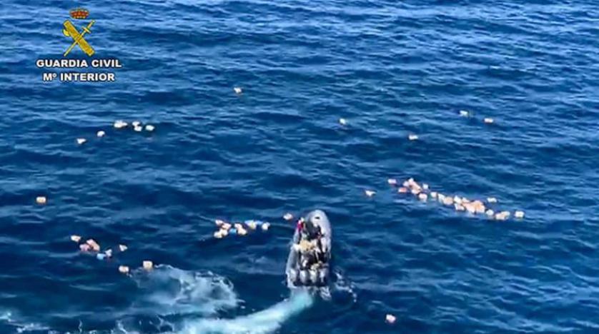 مهربو الحشيش ينقذون 3 شرطيين إسبانيين من الغرق خلال المطاردة