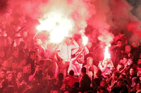 جامعة الكرة تعاقب المغرب التطواني بسبب الشهب الاصطناعية