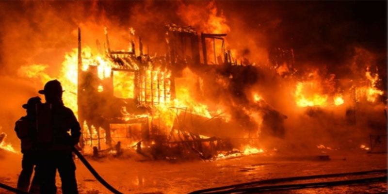 نشوب حريق في شاحنة لنقل البضائع ضواحي تطوان وإصابة سائقها