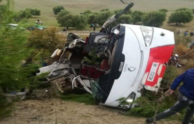 فاجعة بتازة : مصرع 8 أشخاص وإصابة 42 آخرين جراء انقلاب حافلة لنقل الركاب