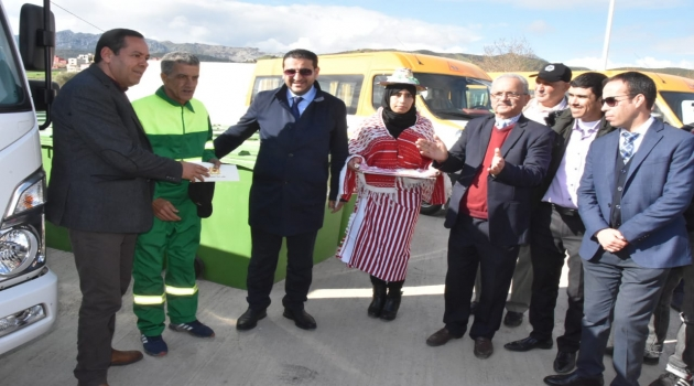 عمالة المضيق الفنيدق : جماعة العليين تتسلم حافلات للنقل المدرسي وعربات لنقل النفايات