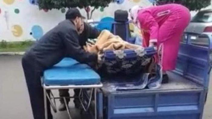 """نقل مريض في """"تريبرتور"""" يخلّف انتقادات حادة بمدينة شفشاون"""