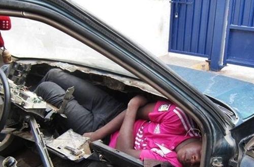 إيقاف مغربي حاول تهجير مواطن افريقي عبر المعبر الحدودي باب سبتة