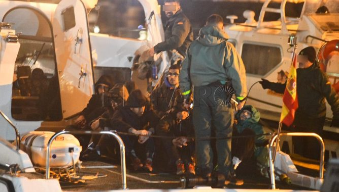 """إسبانيا تعيد للمغرب 9 """"حراكة"""" كانوا على وشك الغرق"""