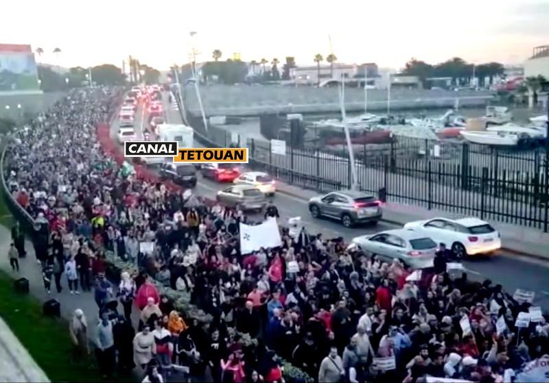 ساكنة سبتة المحتلة تخرج للإحتجاج في أكبر مظاهرة في تاريخ المدينة