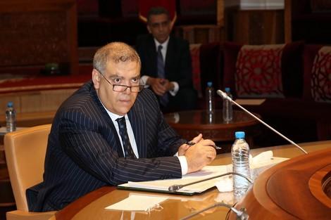وزير الداخلية يدعو المواطنين للالتزام بالإجراءات المتخذة من قبل السلطات العمومية