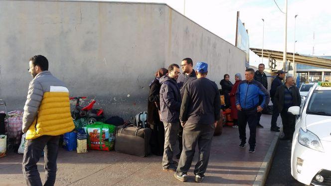 مهاجرون مغاربة عالقون داخل سبتة بعد إغلاق المعبر