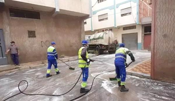 فيروس كورونا .. مواصلة عملية غسل وتطهير حي بوسافو بتطوان