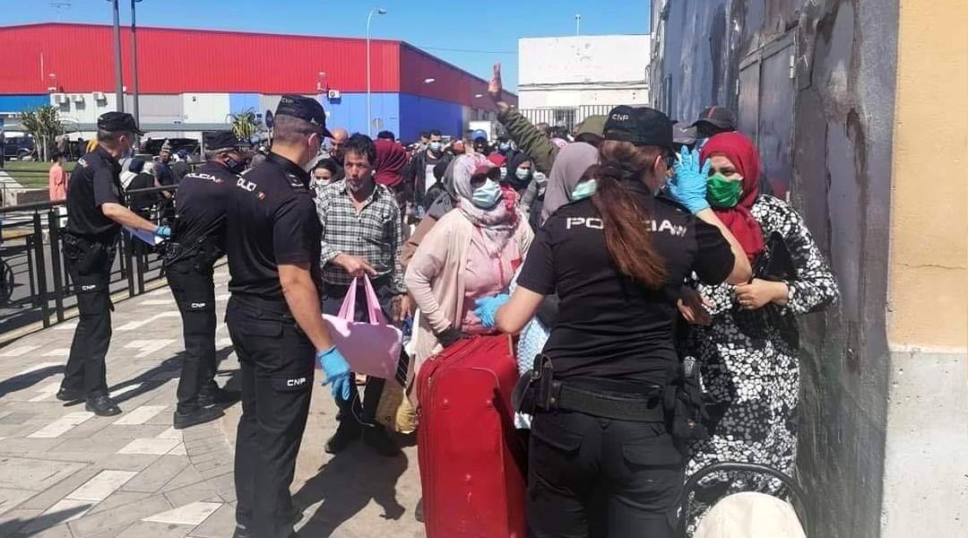 المغرب يشرع في ترحيل مواطنيه العالقين بمليلية على مرحلتين