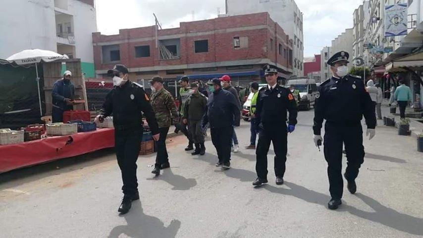 """التنسيق المحكم بين السلطات الأمنية والجماعة يحفظ سكان مرتيل من """"كورونـا"""""""