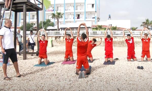 فريق المغرب التطواني يجري حصة تدريبية بشاطئ المضيق