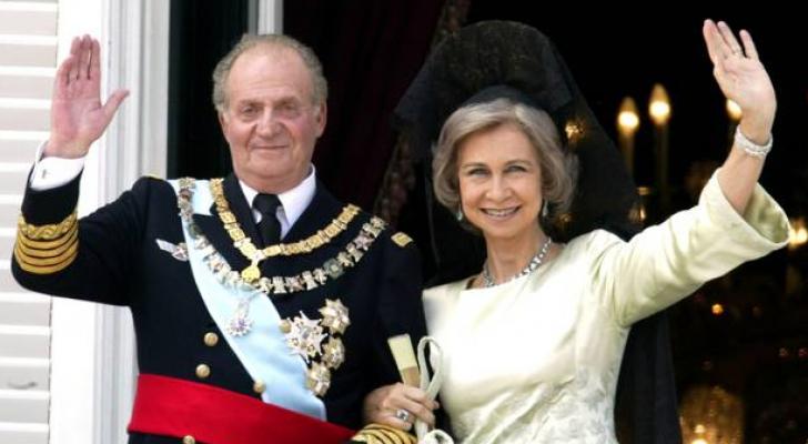 الملك الاسباني السابق خوان كارلوس يقرر مغادرة بلاده إلى المنفى