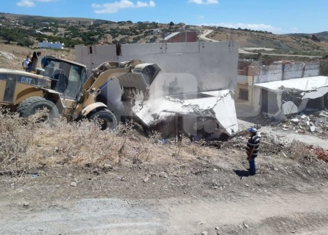 بعد إعفاء قائد من مهامه .. السلطات تهدم بنايات شيدت أثناء الحجر في طنجة
