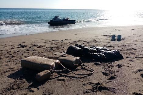 إحباط عملية تهريب دولي للمخدرات من شاطئ وادلاو إقليم تطوان
