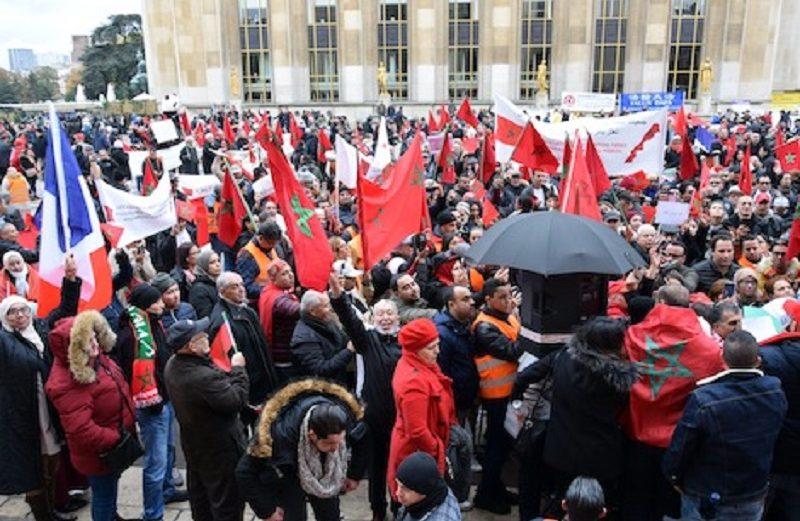 الجالية المغربية تتظاهر في باريس دعما للتدخل المغربي بالكركرات