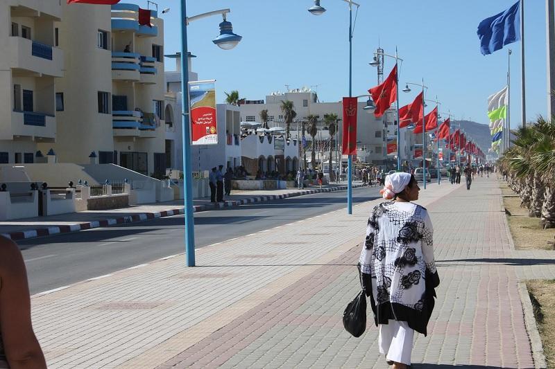 رصيف الصحافة: شواطئ طنجة وتطوان تتزين لاستقبال الملك محمد السادس