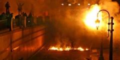 تصاعد ردود الفعل الغاضبة بعد خطاب الرئيس مرسي واستمرار أعمال العنف في الشارع المصري