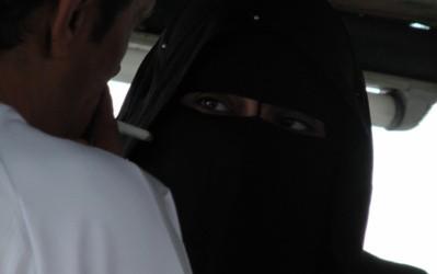 منقبة بفاس متهمة بالخيانة الزوجية وفي جلسة خمرية!