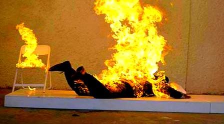 شاب يُضرم النار في نفسه وسط العاصمة التونسية