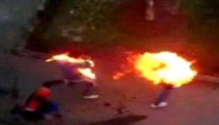 شابان يحترقان حتى الموت داخل سيارة تهريب بنزين