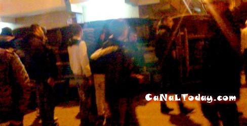 إنقلاب شاحنة لنقل الدجاج إثر إصطدام قوي مع سيارة سوداء بمدينة تطوان