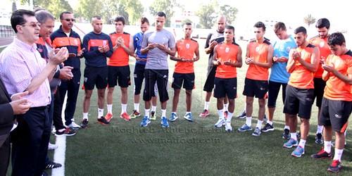 المغرب التطواني يستأنف تداريبه ورئيس الفريق يحث اللاعبين على بذل قصارى جهودهم