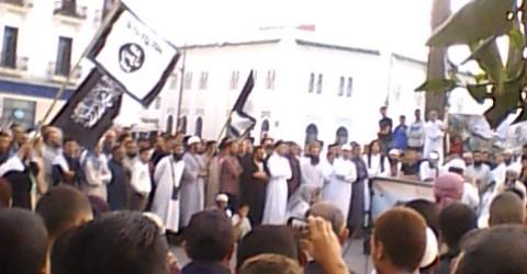 وقفة تضامنية مع الشعب السوري في شارع مولاي المهدي بتطوان :