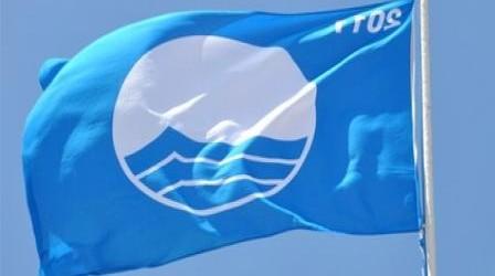 رفع اللواء الأزرق بشاطئ المضيق لإلتزامه بمعايير جودة الخدمات والنظافة والسلامة